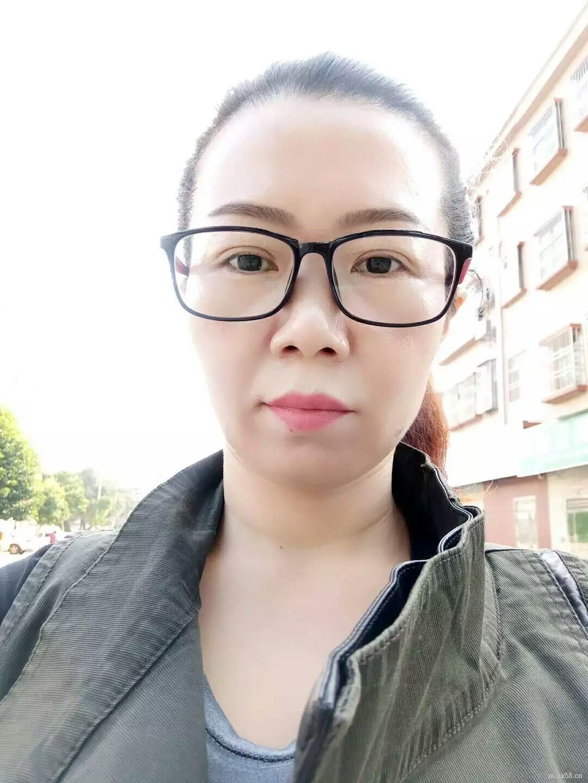 绿叶薛俊英