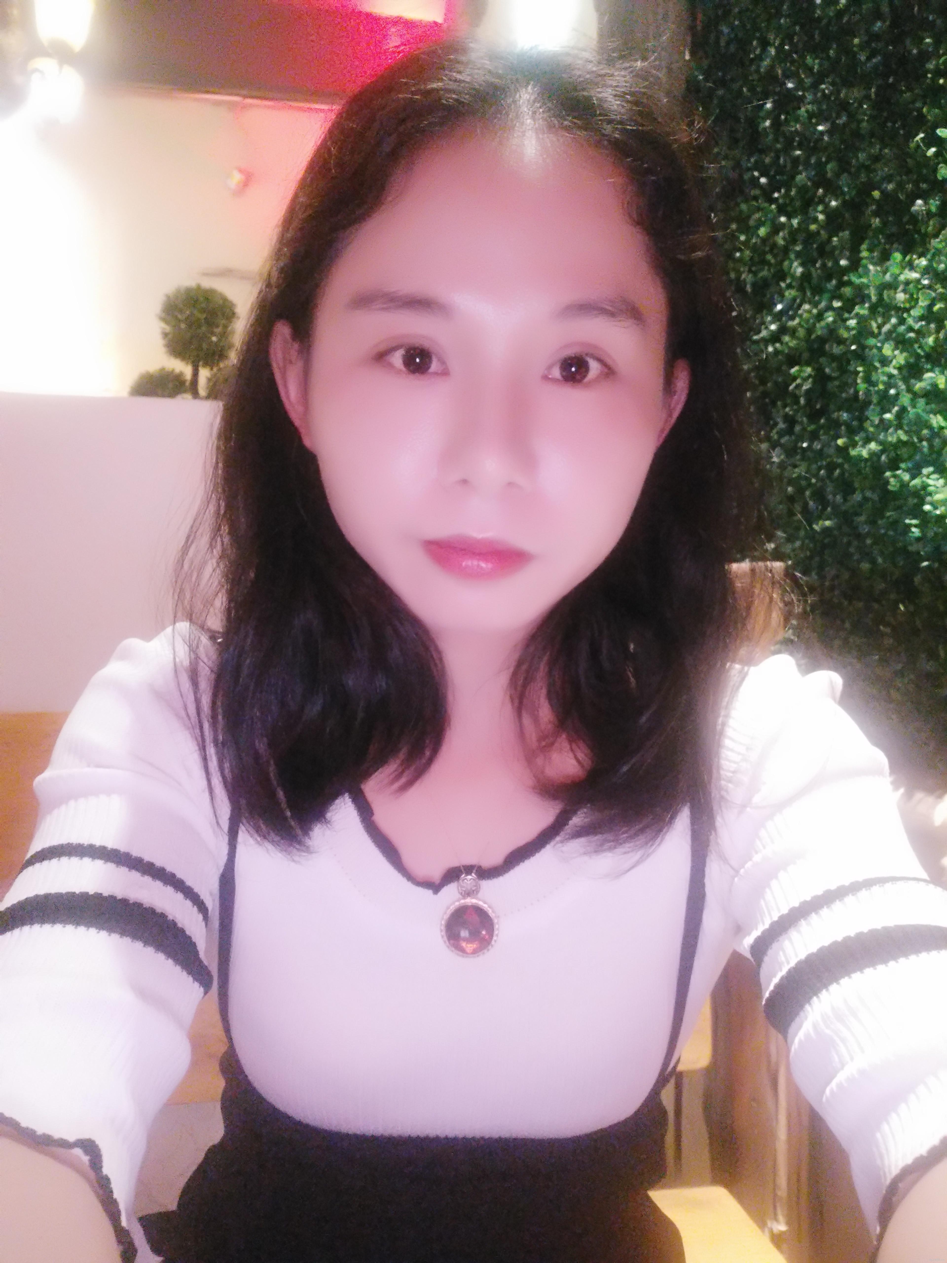 绿叶朱春容
