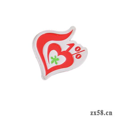 1%爱心胸章