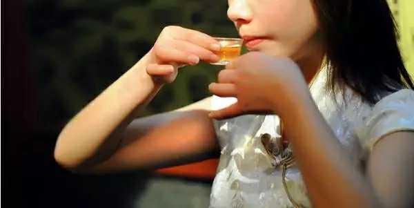 华莱团队-喝黑茶