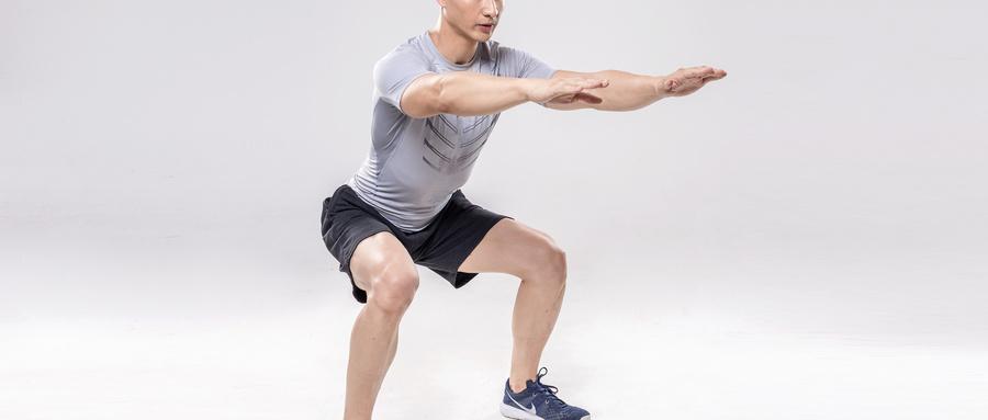 深蹲能锻炼肌肉,但是这6类人不适合深蹲!