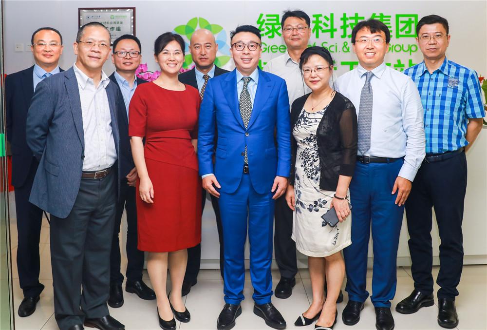 徐建成董事长亲临绿叶上海博士后工作站部署工作,庆贺工作站成立一周年