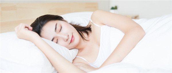 孩子和大人一起睡觉好吗?看完知道有4个危害!