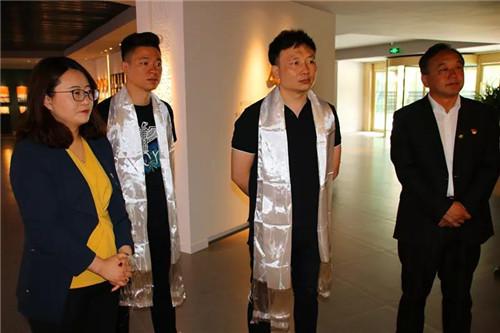 鄒小清總經理一行參觀公司展廳