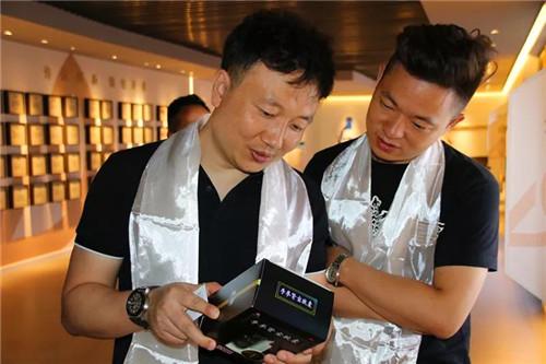 鄒小清總經理一行了解公司產品