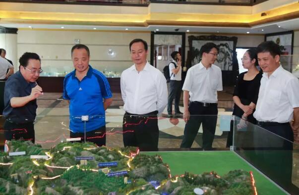 中国人民大学常务副校长王利明一行莅临理想参观调研
